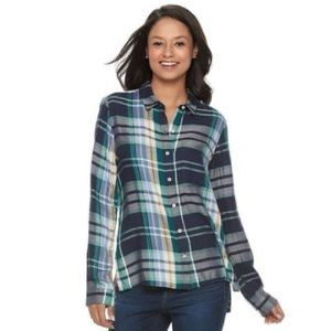Button down plaid flannel shirt with pocket